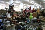 I feel dizzy inside the market. Too many stuff!