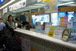 "Tourist Infomation Center �ﭱ�� KAA Travel Desk �ʶR""�P�s�p��������"" & ""Kansai Thur Pass""."