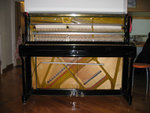 Inside the Samick second hand piano. 鋼琴內裏機關, 16/4/2005.