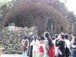 11江修士邀請大家在輔大聖母山前祈禱