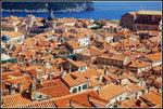 從城牆上欣賞古城,看到的是一片橙紅色瓦頂及亞德里亞海