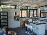 玻璃屋內貌(廚房和吧台)
