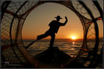 落日漁歌 之 獨腳划船斜陽晚