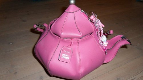 Not Only There Are Many Teapot Purses Out But Purse Teapots Too It S So Fun Guessing Which Is