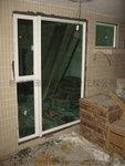 白色鋁窗配淺綠色玻璃 (8)