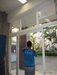 學生操場玻璃趟摺門 (5)