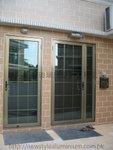 大門鋁質格仔玻璃門