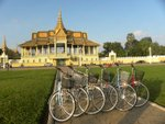 To avoid traffic chao in Phnom Penh, we got up at 5am to have a trial ride.