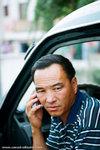 郭师父 was calling the other 师父, waiting for them to catch up.