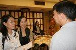 IMG_5441 珠海書院學生訪問街坊對龍門樓酒快要清拆的感覺