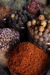 大鄉里看到色彩繽紛的香料,非常興奮,拍個不停。