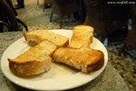 蜜糖杏仁多士(HK$20)﹕其實我來「黑麥」一心就是要試試這個Honey Almond Toast,結果沒有令我失望,麵包質感很好,多士烘得面層香脆得來不太乾又帶點牛油香味和蜜糖的清甜,內裡麵包仍然軟軟的,再加上粒粒杏仁碎,十分好吃 ^0^
