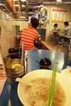 當然你不能對香港這些傳統魚蛋麵店的環境有任何期望,不過這個周末下午來到雞記,人不算多,清清靜靜的(肯定比Starbucks都要清靜),而且地方也很乾淨企理,還有重點是全店竟沒有一人吸煙,感覺很好呢 ^_^