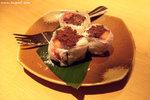 春之特撰料理 — 草莓大福(HK$18)﹕外層是雪米糍的外皮,裡面是味道非常一般的朱古力蛋糕,幸而有鮮甜的草莓刺激一下味覺。這個甜點不過不失吧。