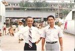 1979年        香港  深水埗越南難民營(旁為學生施英武).