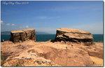 「更樓石」位於全島最東面媽角咀(亦為全港境內之最東端)的海蝕平台上,與深圳大鵬半島的南澳遙遙相對。