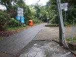 斜路底到沙螺灣村口分岔路, 轉右往把港古廟方向去 DSCN1499