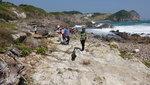 石灘與遠處的清水灣俱樂部. 海邊小山仔叫寶鏡頂 DSC02914