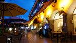 這邊是進中或西餐的座位, 另一邊是酒店燒烤區 DSC01108a