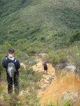 到下面山坳又要上山啦 DSC04105