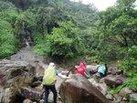 左邊有條流瀑, 其實瀑頂有山路 DSC04010