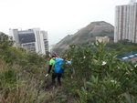 玉桂山腰橫移, 右望見配水庫(相右邊邊)及143米山頭, 相左是電燈公司大樓 DSC08592