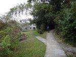 分岔路, 左路通往九担租一村屋, 此村屋似乎仍在人居位. 右路通往石水澗及上橫嶺.  大隊繼續往前行 DSC09137