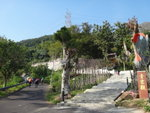 右邊石級可上青山寺, 亦青山禪院.  青山禪院為香港三大古剎之一, 另兩寺為凌雲寺及寶蓮寺 DSC00020