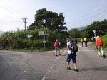 至分岔路, 左路續走衞徑7段往打鐵屻及沿礦坳. 大隊走右路往元墩下 DSC01580