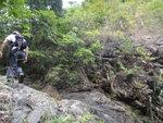 左邊上的己到瀑頂, 右邊上的要繼續上面前行 DSC02174