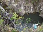 左邊上攀途中右望瀑布及瀑下水潭 DSC02210