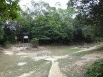 右邊前行見又有分岔路, 右路可續麥徑3段落北潭凹. 左邊則可接嶂上郊遊徑落海下路 DSC02266