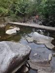 繼續下降猴塘溪, 又經一儲水池 DSC02357