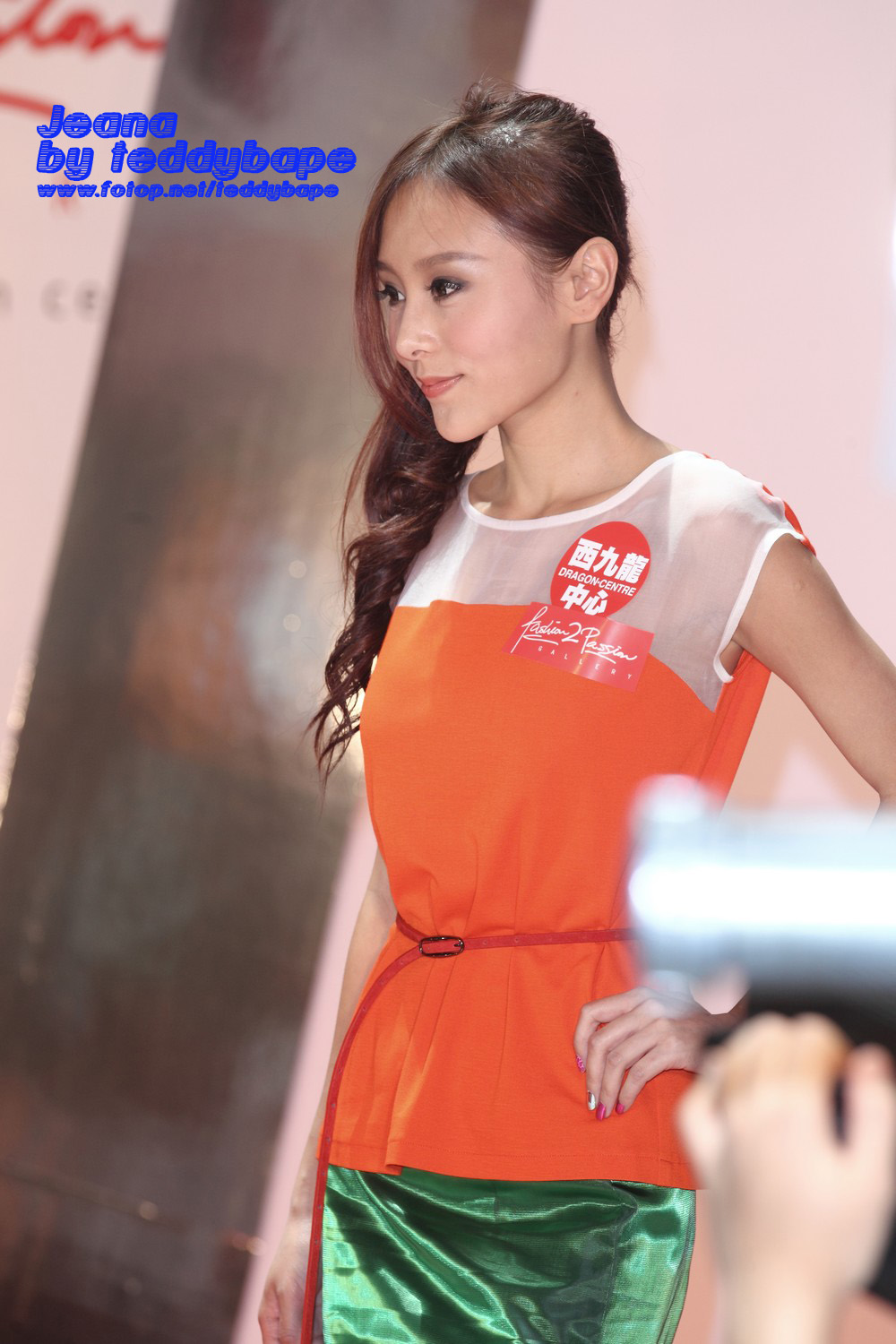 ... & Apple Mall Hot And Splashy Fashion Show」(21.8.2011