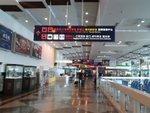 高雄機場有捷運到市區, 非常方便.