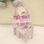 A199 - 木制皇冠淺紫色梳粧檯 + 紫色背椅子<br>.<br>(可升降75-81cm高)<br>.<br>門市售$1180<br>批發價$470<br>.<br>