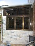 古銅色鋁窗配茶色玻璃